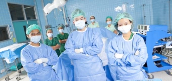 Ve Filadelfii lékaři oddělili siamská dvojčata. Holčičky byly srostlé hlavami
