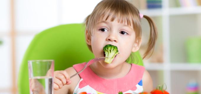 Víte, jak zařadit do jídelníčku dítětě zeleninu?