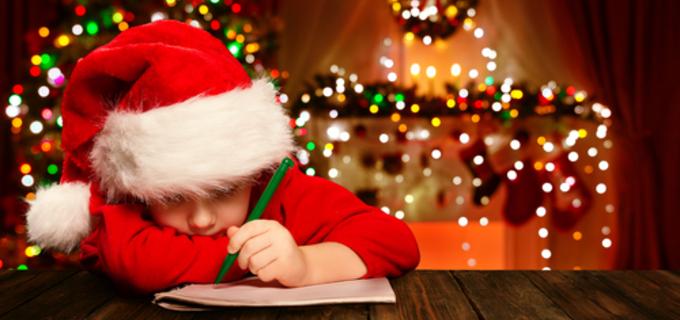 Vánoce se blíží. Jaké dárky jsou pro děti vhodné a kdy už to rodiče přehání?