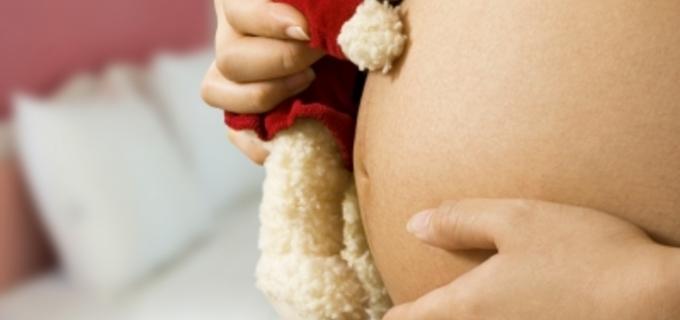 Jak probíhá porod koncem pánevním?