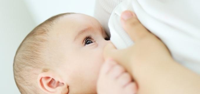 Znáte pravidla užívání léků v době kojení?