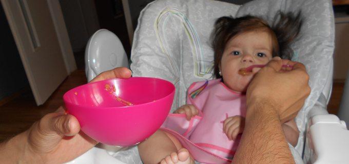 Tátův blog: Voláme SOS. Jak máme Emičku naučit jíst maso?