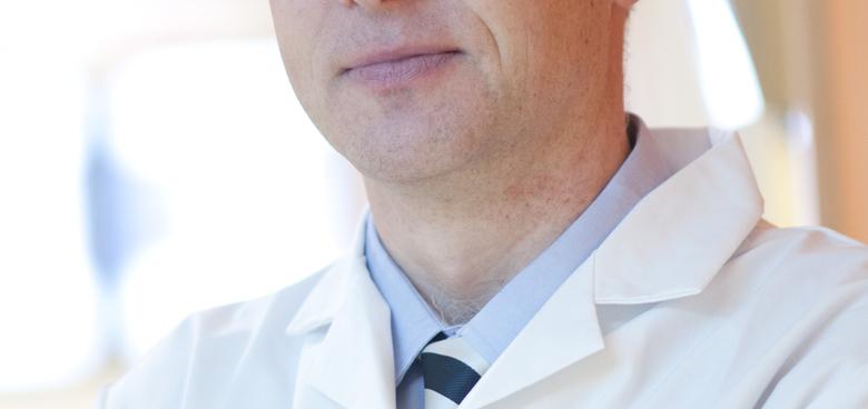 Pomůže pacientům s EB transplantace kostní dřeně? Lékař českého původu věří, že ano!