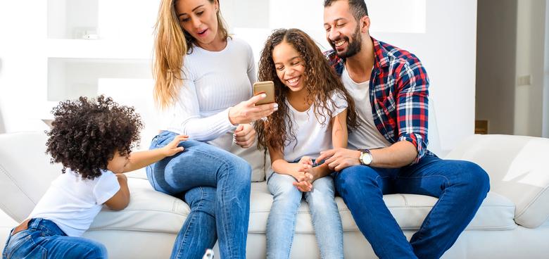 Rodiče mluví každý jiným jazykem. Pro dítě je to jenom dobře