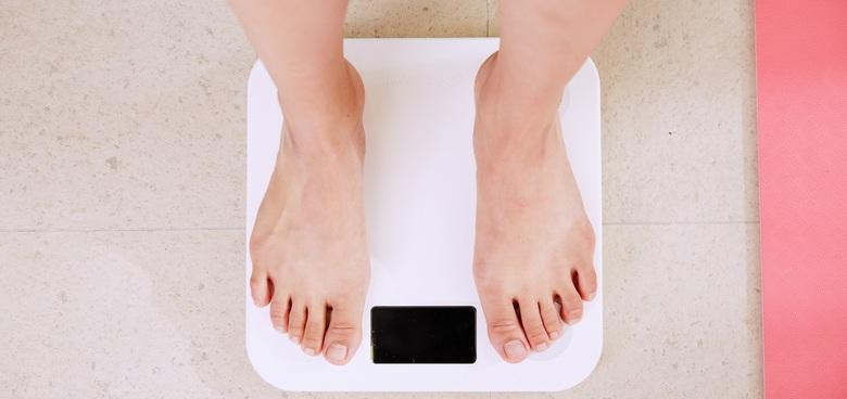 Omezujete příjem kalorií? Nepřežeňte to, jinak nezhubnete