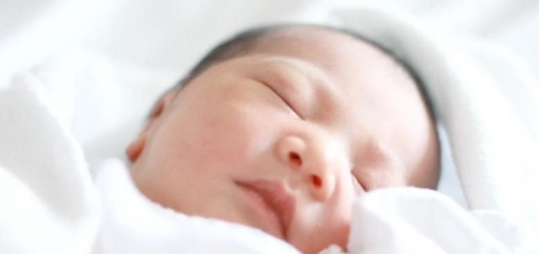 Jak spí novorozenec