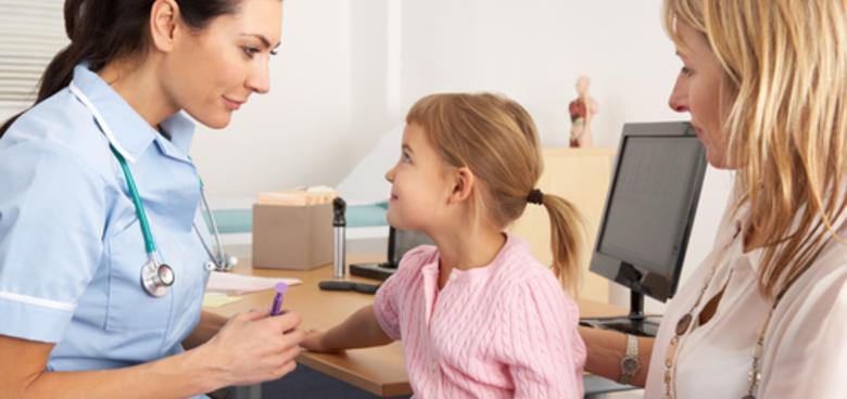 Doprovod dítěte do nemocnice. Kdy na něj máte nárok a kolik to bude stát?