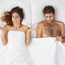 Za selhání mužů v ložnici může i stav jejich dásní