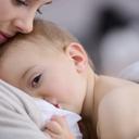 Matka má právo v pracovní době dítě kojit