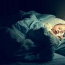 Proč se dítě v noci stále počůrává?