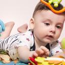 Půlroční děti zabaví hračky i rodiče