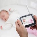 Dětské chůvičky přenášejí zvuk i obraz. Můžete je propojit i s telefonem
