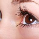 Umělé řasy mohou poškodit zrak.  Používají se různá lepidla i zvířecí srst