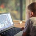Používání tabletů a mobilů může dětem způsobit nepříjemné bolesti