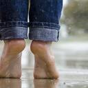 Začíná období, které je rájem pro plísně nohou i nehtů. Jak s nimi bojovat?