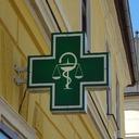 Paradoxy nedostupných léků. U nás je vakcína nedostupná i v nemocniční lékárně, v malé rakouské obci ji mají běžně skladem