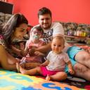 Jejich dcera přišla o část nohy a má poškozený mozek. Přesto si užívají každou chvíli štěstí