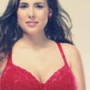 Čtvrtina Češek se domnívá, že malá prsa znamenají chudší sexuální život
