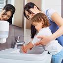 Zdravé zoubky a čisté ruce jsou v létě nutností. Jak na to?
