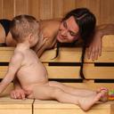 Sauna dětem prospívá. Začít můžete už ve třech měsících