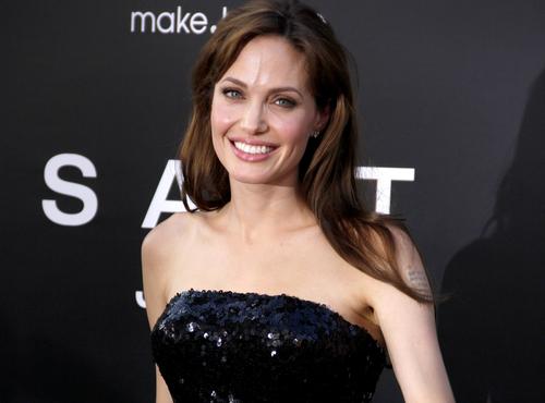 Slavné mámy, které nezůstaly u jednoho dítěte? Angelina Jolie i Veronika Žilková