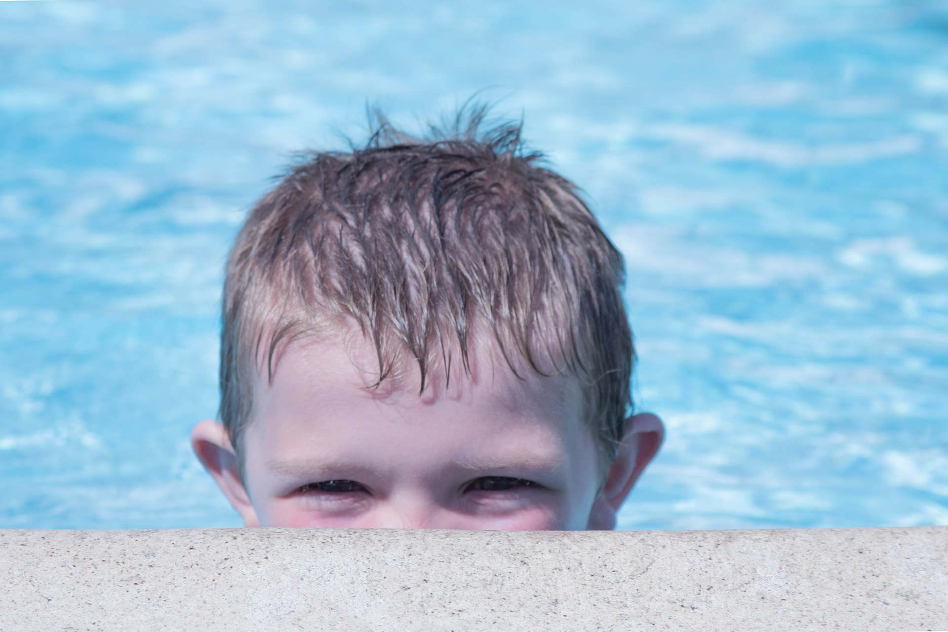 Chlor z bazénu může být příčinou rozvoje astma