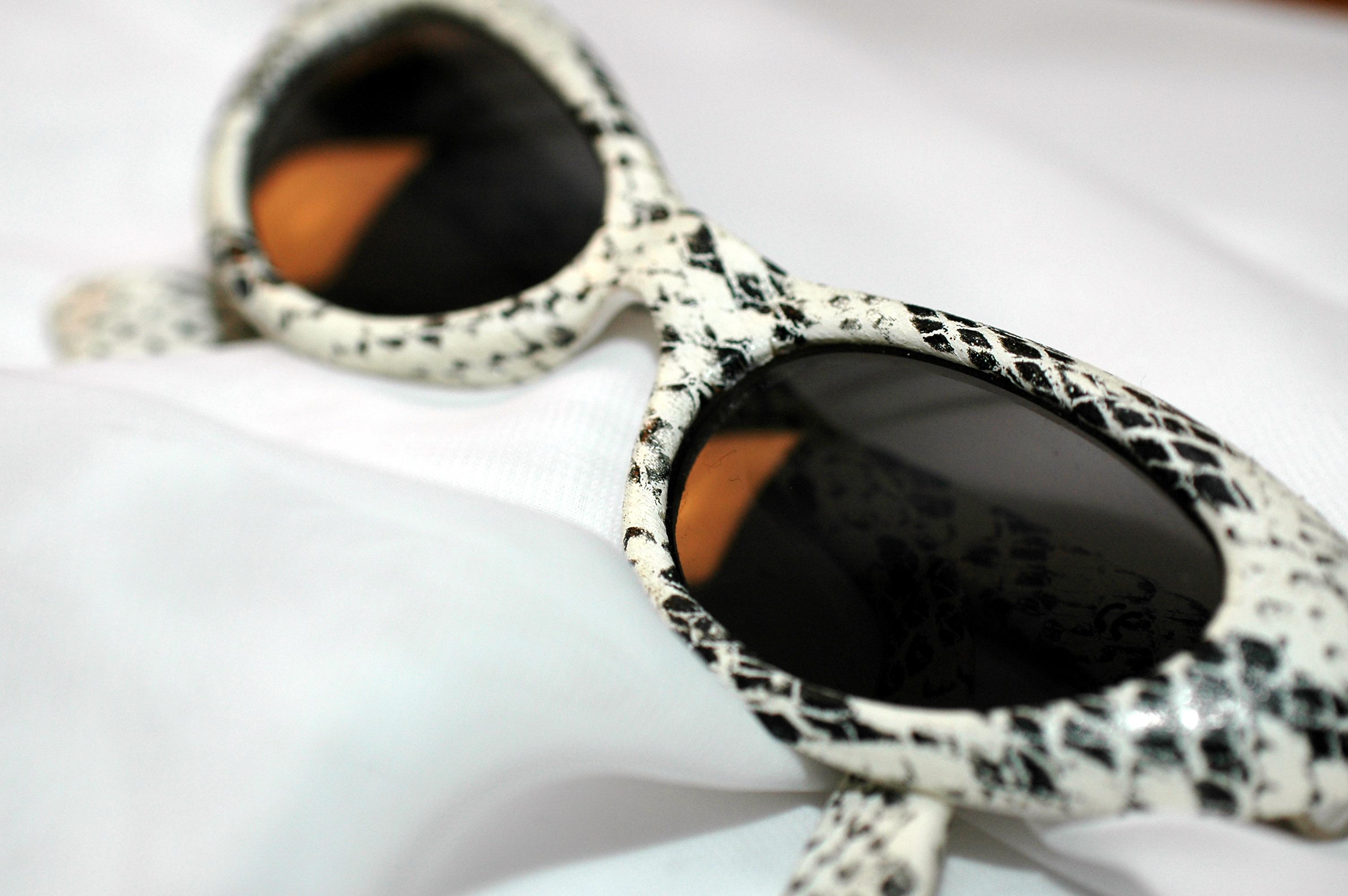 Sluneční brýle fungují spíš jako módní doplněk, než jako ochrana očí