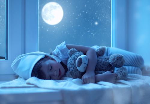 Jaká vyšetření odhalí, proč se dítě v noci počůrává