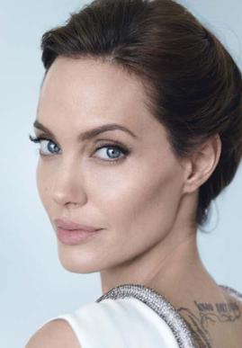 Angelina Jolie (39) si po mléčných žlázách nechala odejmout i vaječníky a vejcovody