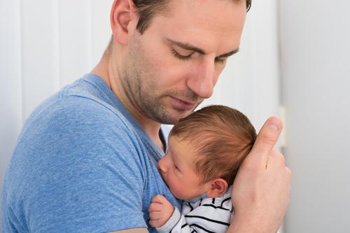 Otcovská dovolená je tady už měsíc, co byste měli vědět?
