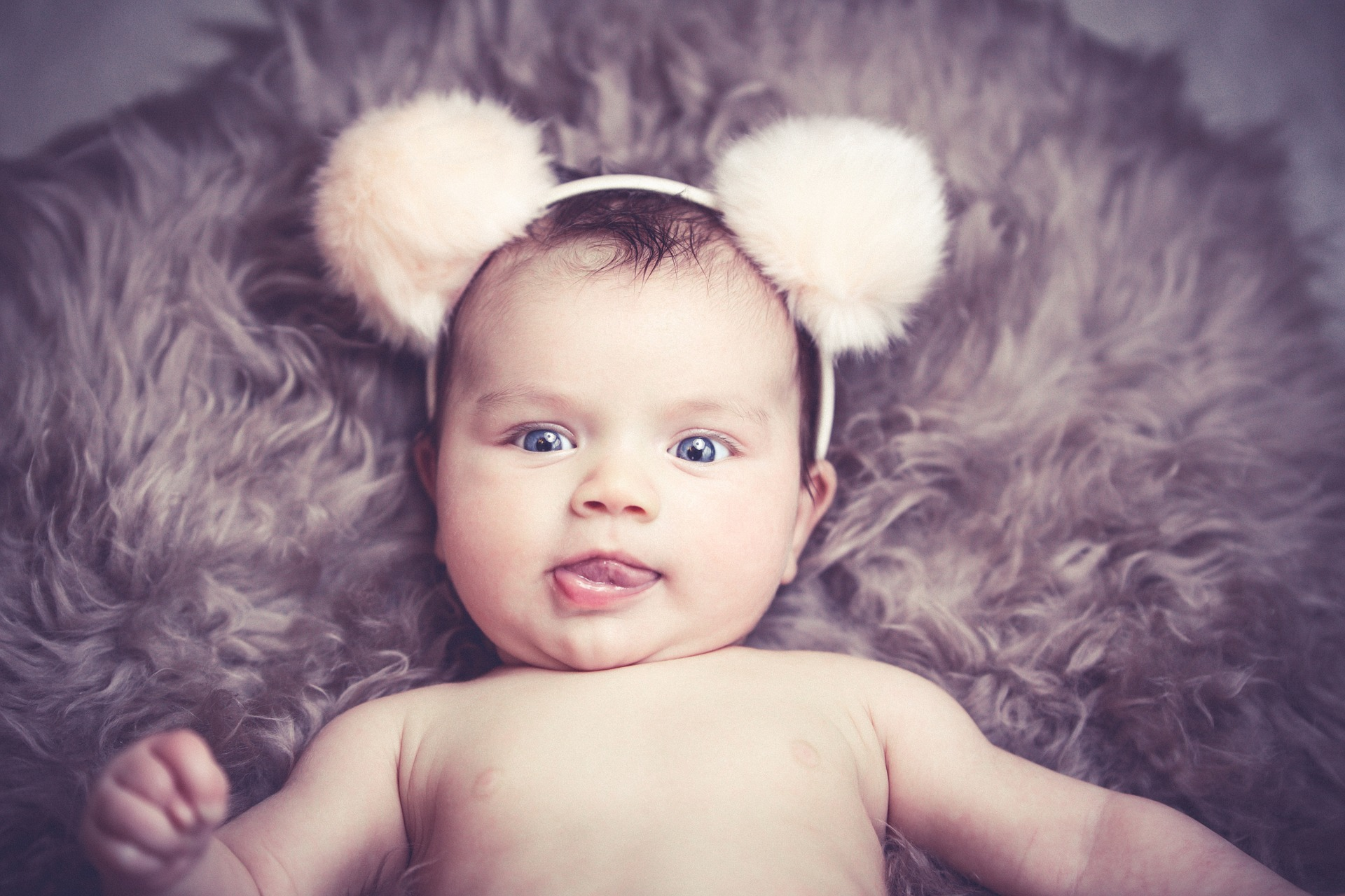 Proč miminka škytají?