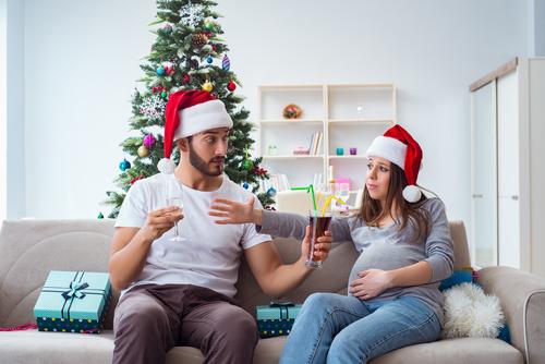 Alkohol během těhotenství škodí. Myslete na to o vánočních svátcích…