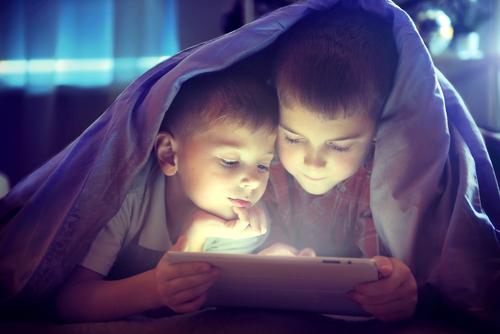 Moderní technologie a lidské oko. Může sledování tabletu oko poškodit?