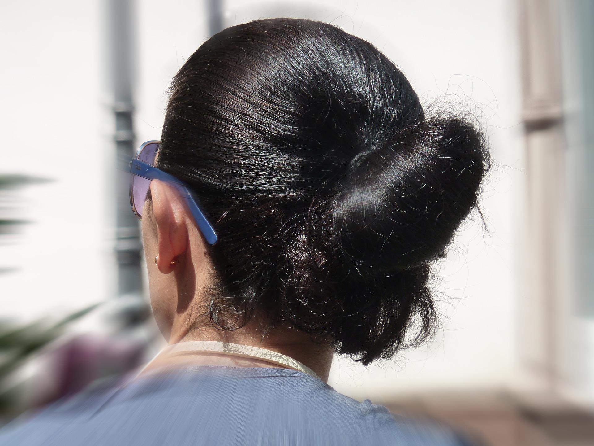 Barvení a narovnávání vlnitých vlasů může souviset s rakovinou prsu!
