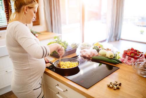 Co jíst a nejíst v těhotenství? Pozor třeba na syrové maso