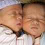 Porod dvojčat není drama