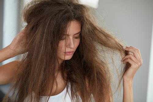 Za zhoršenou kvalitu vlasů může i dieta či silná menstruace