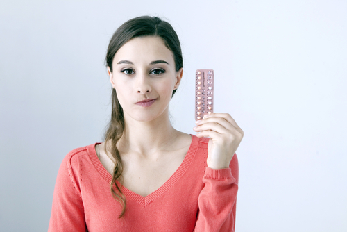 Stále méně žen používá antikoncepci, ale ne proto, že by chtěly mít děti